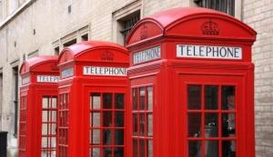 Старые телефонные будки с выходом в Интернет
