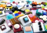Художественные и декоративные изделия из цветного стекла