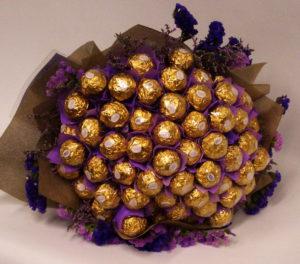 Изготовление букетов из конфет