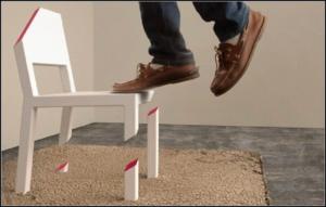 поломанный стул